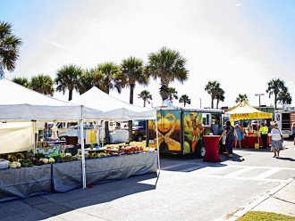 Farmer's Market Every Wednesday At Pier