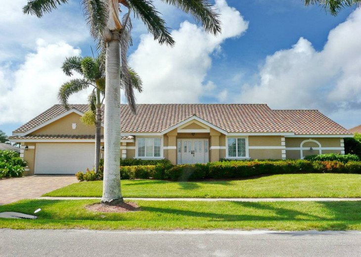 ~ Spacious Waterfront 4 Bedroom with Large Heated SW Facing Pool ~ #29