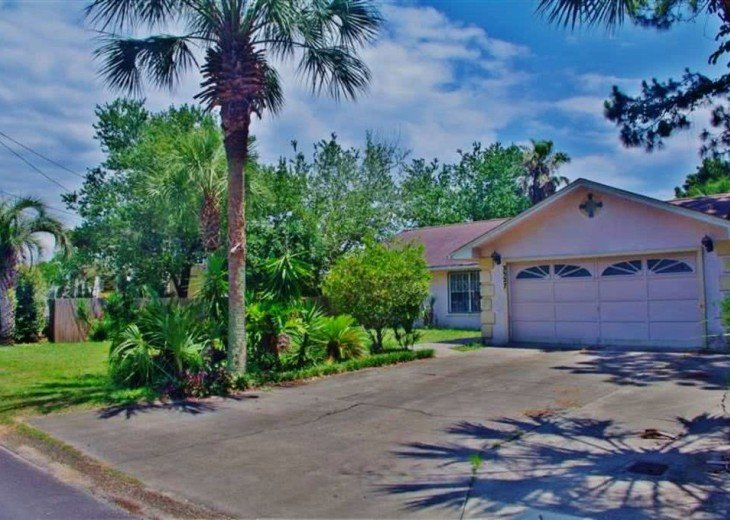 Enjoy the White Sand Beaches. Completely furnished Home, Pets Welcome #2