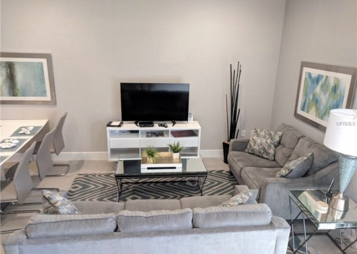 Gorgeous Modern Luxurious W/ pool, hot tub, fitness centre mins away from Disney #4