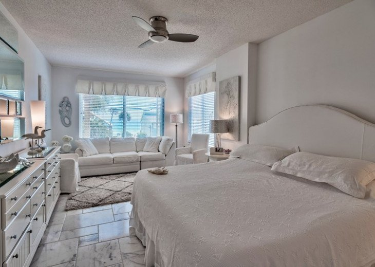 Prime Location Leeward Key 2 bdr. Sleeps 6 -2 pools One on Beach! #13