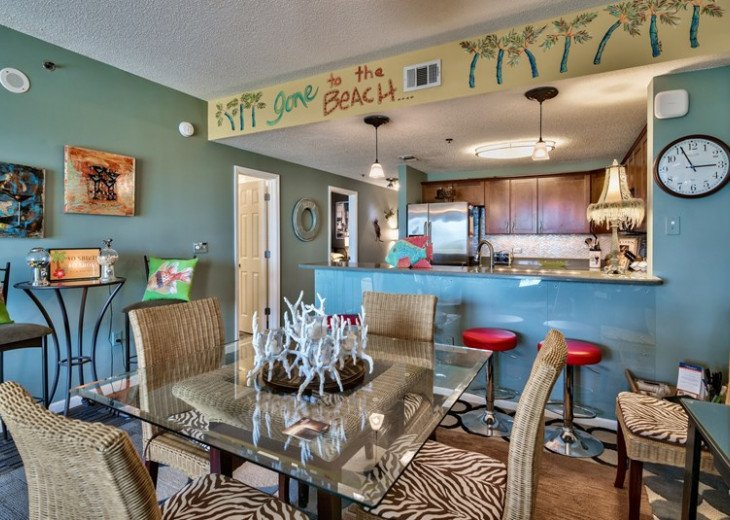 Prime Location Leeward Key 2 bdr. Sleeps 6 -2 pools One on Beach! #9