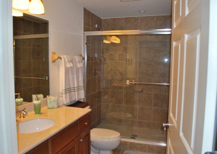En suite bathroom for twin bedroom