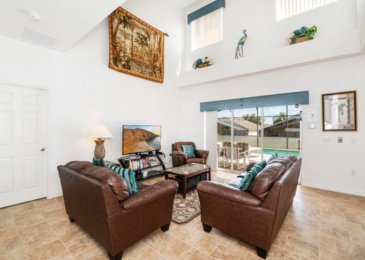 2 Master Bedrooms - Luxury 4 Bedroom Villa, South Facing Pool, Wifi & Smart TV's #3