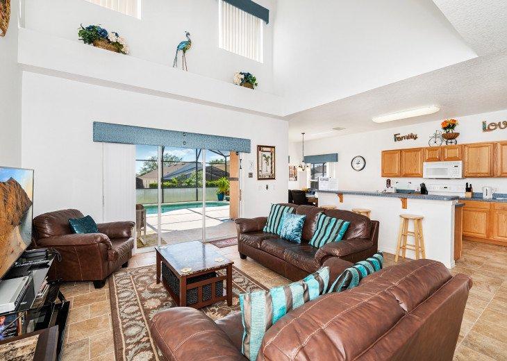 2 Master Bedrooms - Luxury 4 Bedroom Villa, South Facing Pool, Wifi & Smart TV's #4