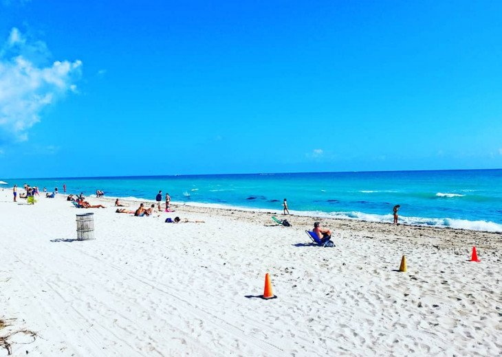 Miami Beach Bungalow / Sleeps 8 / Free Parking/ 1 Block from the Beach! #6