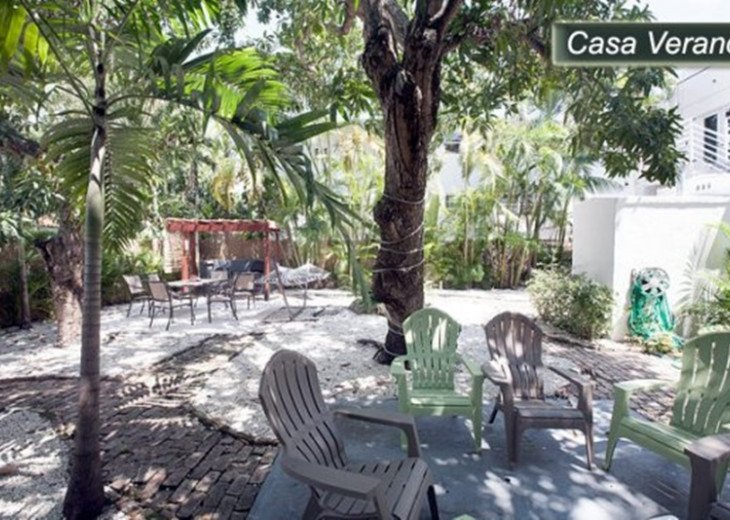 Large Miami Beach Unit with 7 beds/ Sleeps 12/Free Parking/Steps to the Beach! #26