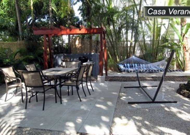 Large Miami Beach Unit with 7 beds/ Sleeps 12/Free Parking/Steps to the Beach! #20