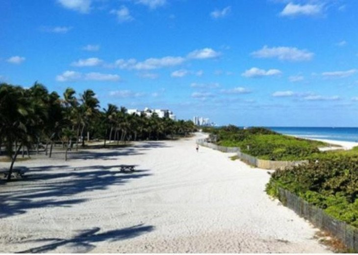 Large Miami Beach Unit with 7 beds/ Sleeps 12/Free Parking/Steps to the Beach! #4