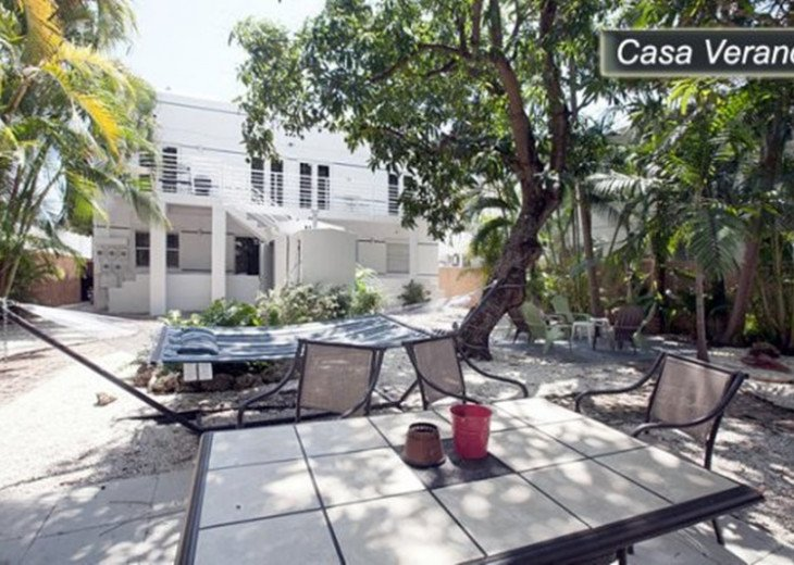 Large Miami Beach Unit with 7 beds/ Sleeps 12/Free Parking/Steps to the Beach! #24