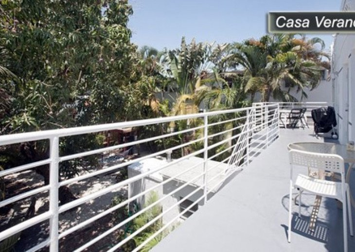 Large Miami Beach Unit with 7 beds/ Sleeps 12/Free Parking/Steps to the Beach! #19