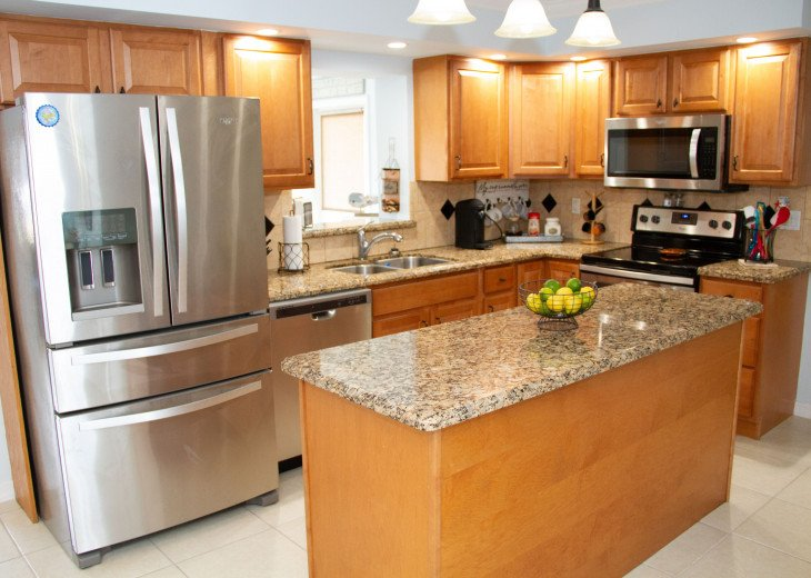Spacious kitchen with brand new appliances!