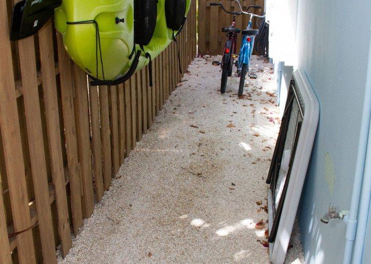 Searenity Canal Front 2/2 Home, Sleeps 8, Pool, Tiki Hut, 2 Kayaks, 2 Bikes #6