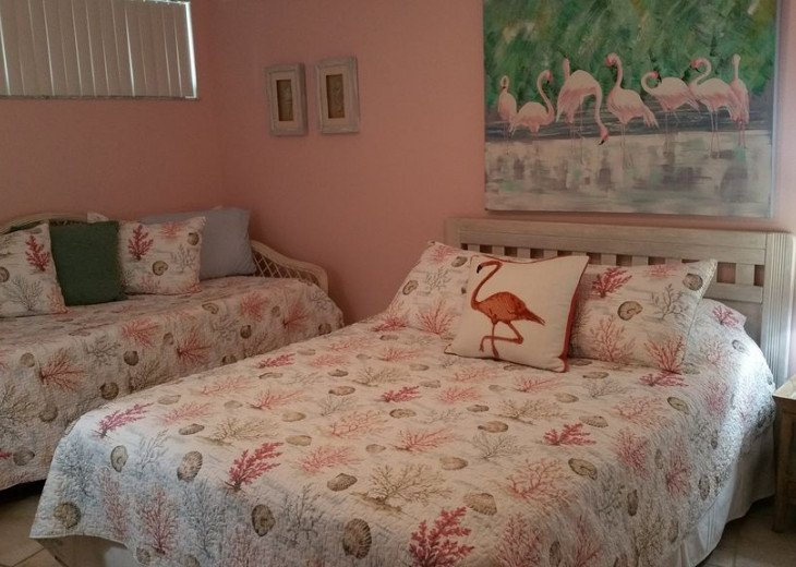Guestroom with queen bed, day bed with trundle!
