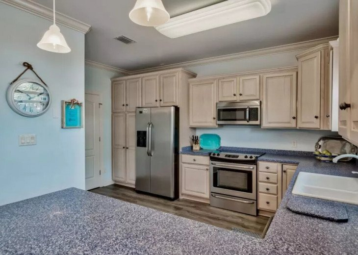 Beautiful Blue Bungalow - Sleeps 9 Emerald Shores Destin/Miramar Beach FL #9