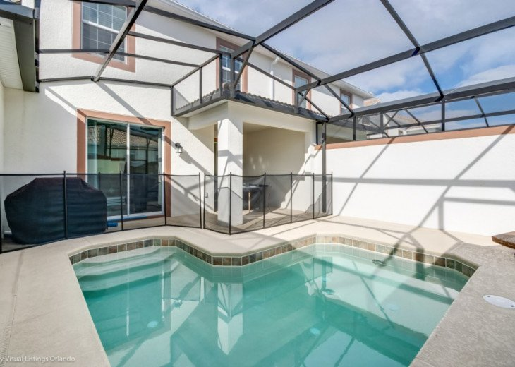 Modern 4BD 3BA Town Home Sleeps 10. Pool. Lazy River, Bar, Restaurant Resort! #24