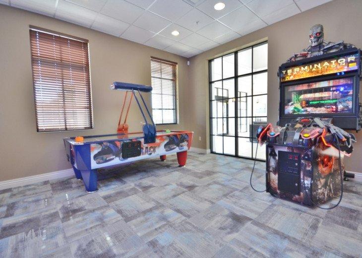 Designer 7BD 5BA Windsor at Westside Private Pool Spa TV Den/Loft Games Room #57
