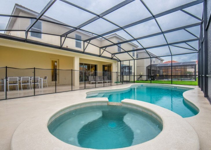 Wonderful 9BD 7BA Pool/Spa Games Room Free use of Solterra Resort Facilities #40