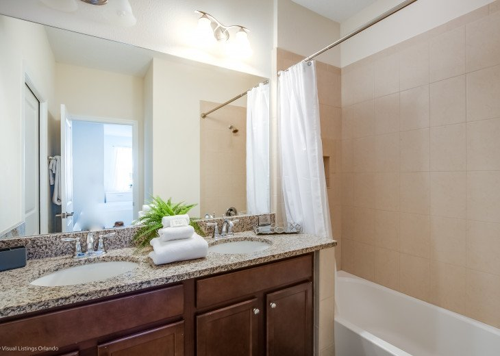 Fantastic 5BD 4BA Town Home Private Pool Free use of Festival Resort Facilities. #28