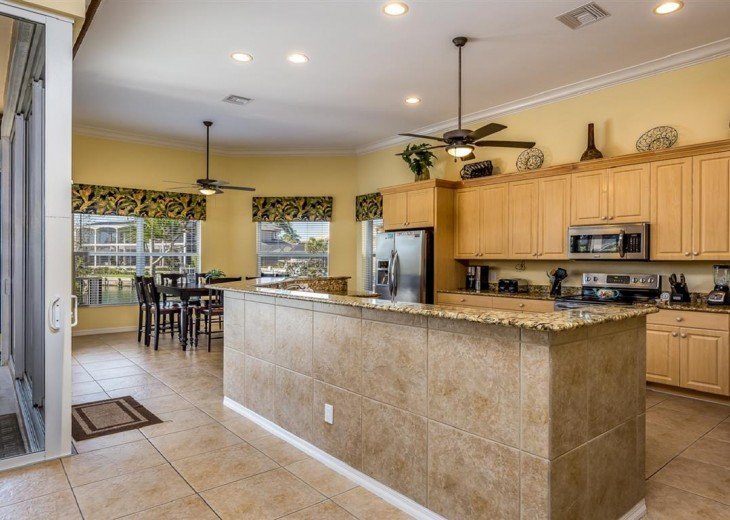 Large Kitchen/Dining Area - Fully Equipped