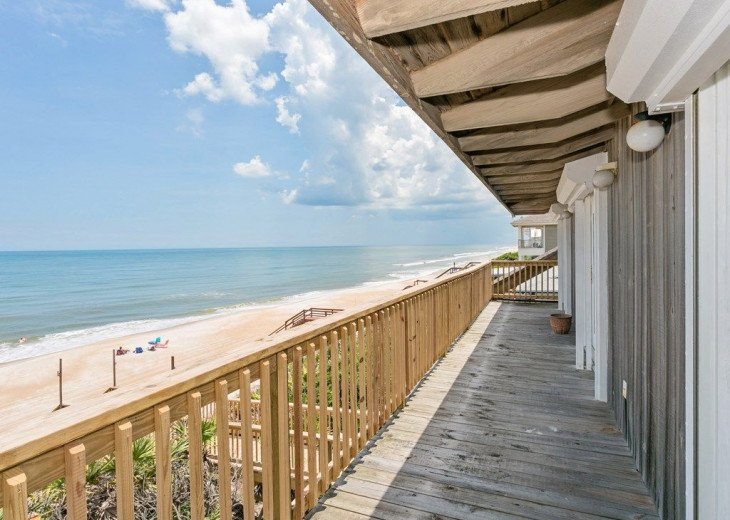 Direct oceanfront beach house. Casual comfort that makes you feel right at home. #21
