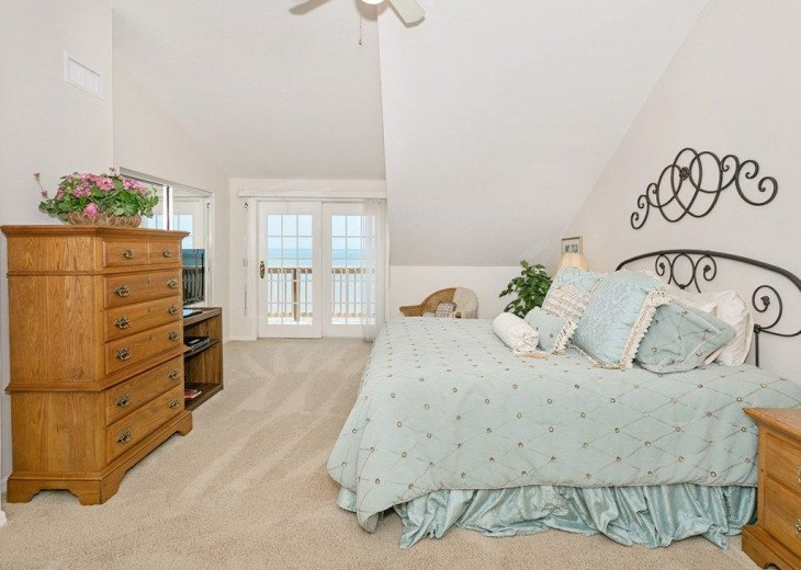 Direct oceanfront beach house. Casual comfort that makes you feel right at home. #8