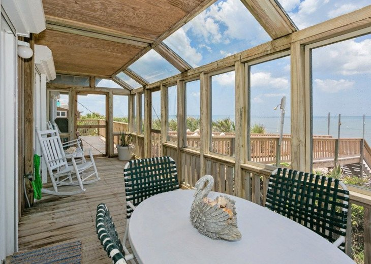 Direct oceanfront beach house. Casual comfort that makes you feel right at home. #18