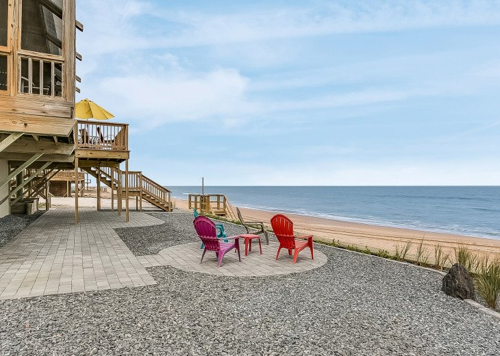 Direct oceanfront beach house. Casual comfort that makes you feel right at home. #24
