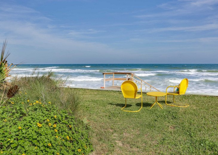 Sitting area overlooking the ocean