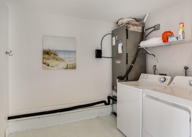 Detached laundry room (has a toilet)