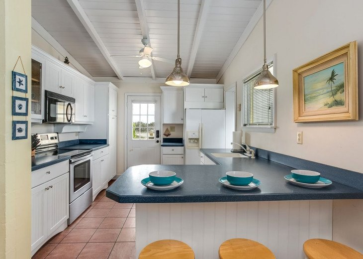 Budget friendly, casual beach house, close to St. Augustine. Pet friendly. #4