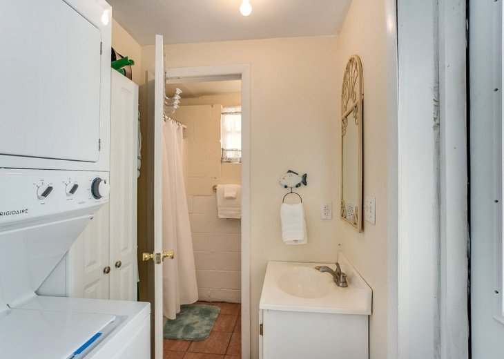 Budget friendly, casual beach house, close to St. Augustine. Pet friendly. #12