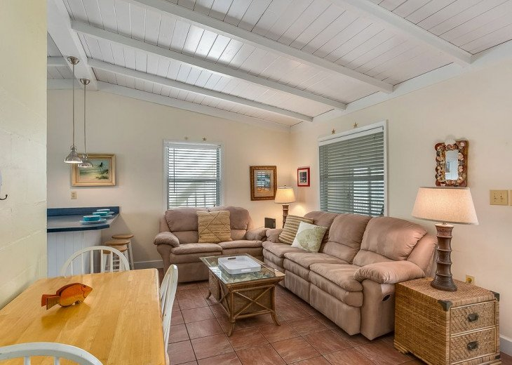 Budget friendly, casual beach house, close to St. Augustine. Pet friendly. #7
