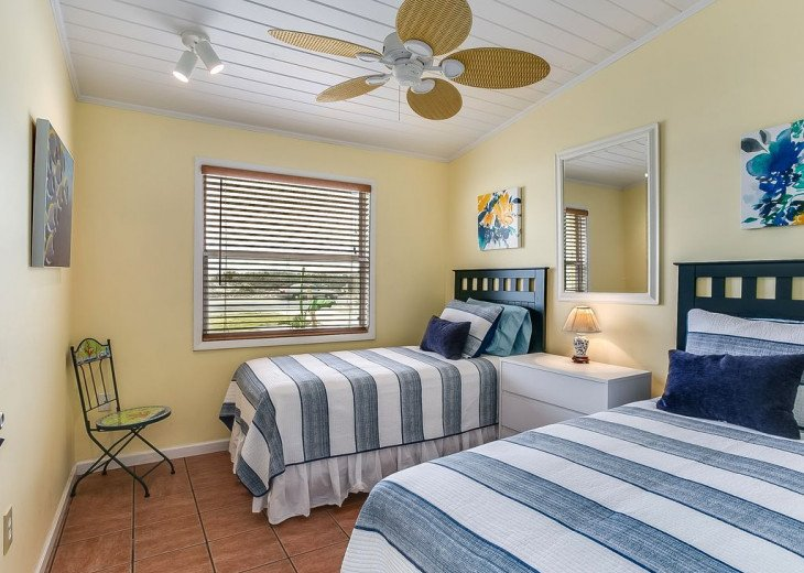 Budget friendly, casual beach house, close to St. Augustine. Pet friendly. #11