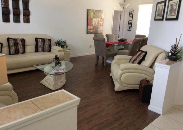 'Quiet' Lounge, & dining room