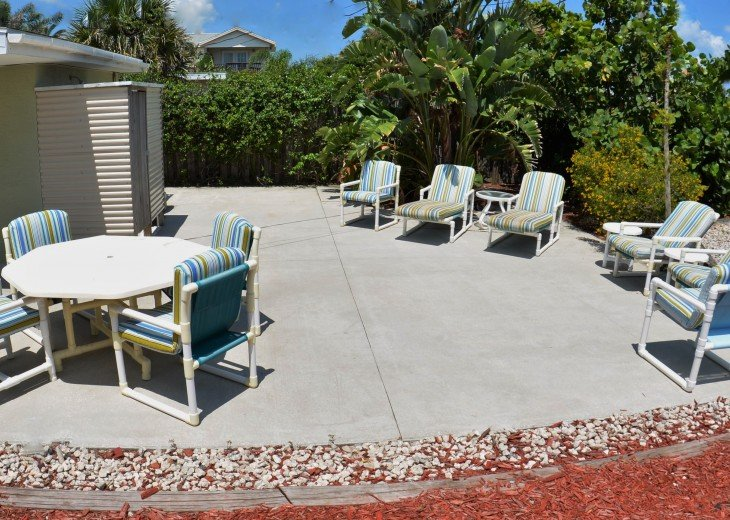 Great Rates! Just 200 ft from the Beach, Pet Friendly Home! #8