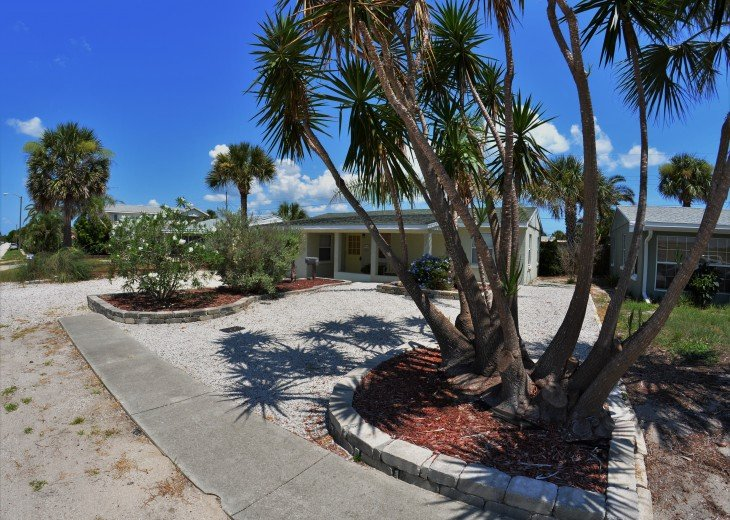 Great Rates! Just 200 ft from the Beach, Pet Friendly Home! #4