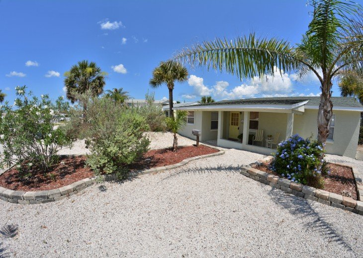 Great Rates! Just 200 ft from the Beach, Pet Friendly Home! #2