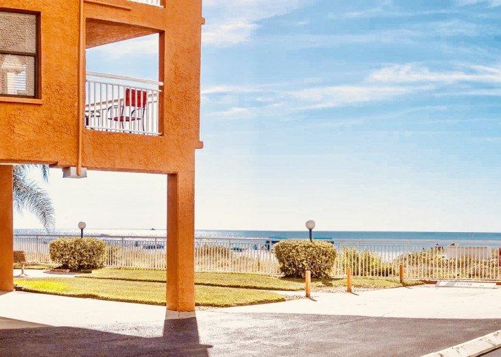 Awesome beachfront 1 bedroom condo #6