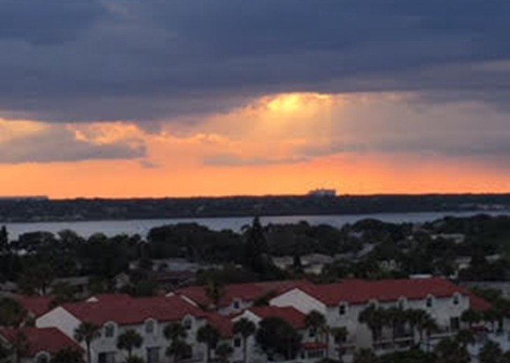 Spectacular Ocean and Sunset Views - Sandpoint4G 2BR/2Ba Condo Free Wifi #3