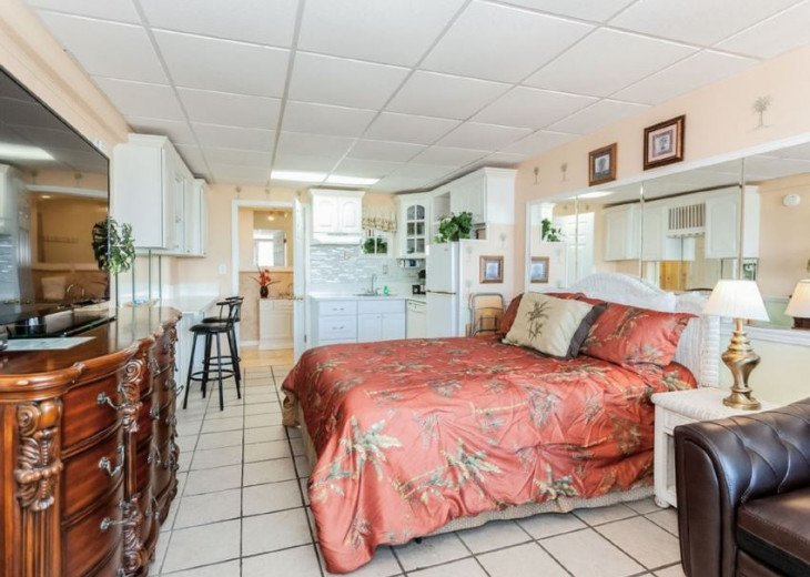 Gulf Front condo PRIVATE JACUZZI BATH and almost a mile of secluded beach #3