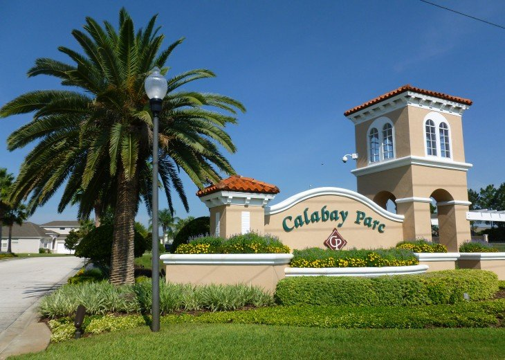 Luxury 4 Br / 3 Ba With Private Pool / Spa / Games room /Free WiFi / Big Garden #36