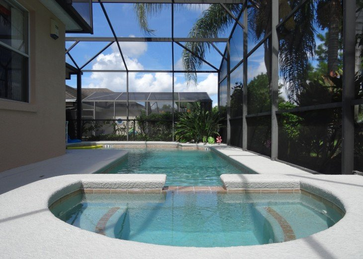 Luxury 4 Br / 3 Ba With Private Pool / Spa / Games room /Free WiFi / Big Garden #26