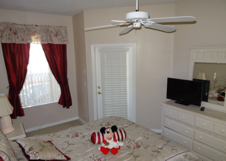 Luxury 4 Br / 3 Ba With Private Pool / Spa / Games room /Free WiFi / Big Garden #15