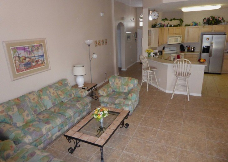 Luxury 4 Br / 3 Ba With Private Pool / Spa / Games room /Free WiFi / Big Garden #4