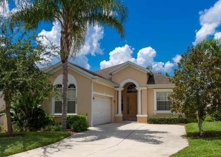 Luxury 4 Br / 3 Ba With Private Pool / Spa / Games room /Free WiFi / Big Garden #2