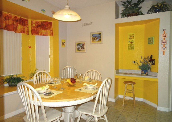 Luxury 4 Br / 3 Ba With Private Pool / Spa / Games room /Free WiFi / Big Garden #8