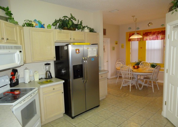 Luxury 4 Br / 3 Ba With Private Pool / Spa / Games room /Free WiFi / Big Garden #7