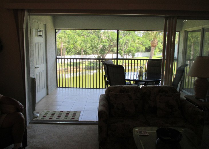 screened, tiled patio with table, 4 chairs, and 1 of 2 tower fans