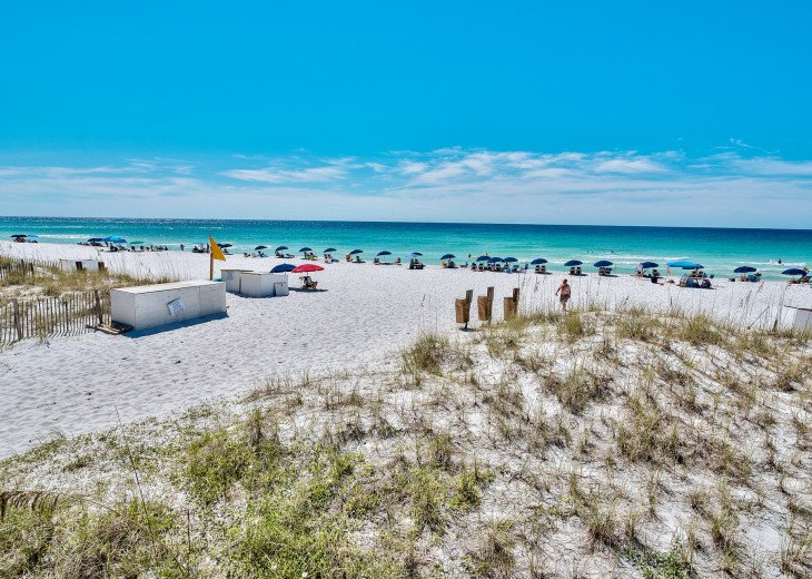Leeward Key private beach with beach service. Includes chair / umbrella set-up.
